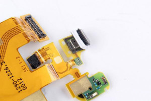 Sony-Xperia-Z3--Z4-teardown (9)